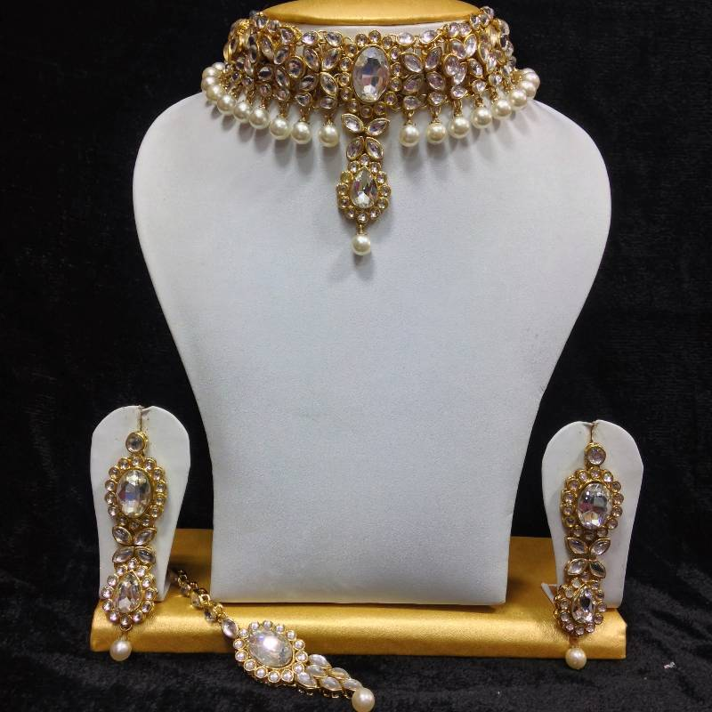 Buy Close Neck Style Kundan Jewelry In White And Pearls Online