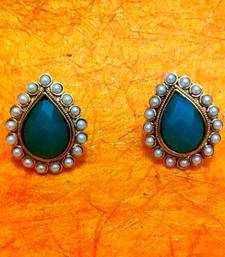 Buy Bold Green Stone with a Pearl Border ha81 Earring online